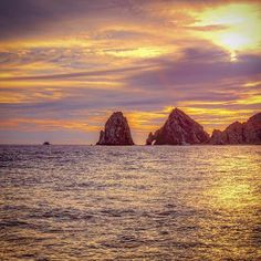 There's no beating a seaside #sunset. Photo by @samantha_t. #Cabo. #traveltuesday