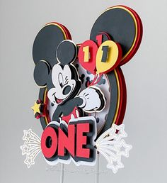 """802 Me gusta, 26 comentarios - Carolina Alzate 🇨🇴 (@flowers_made_for_you) en Instagram: """"Side view of this Mickey Mouse cake topper I made for my loyal customer @klp_llc thanks for your…"""" Disney Birthday, Mickey Mouse Birthday, Mickey Party, Elmo Party, Minnie Birthday, Dinosaur Party, Dinosaur Birthday, Diy Cake Topper, Custom Cake Toppers"""