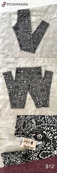 Black and white leggings Super cute black and white print leggings! NWT! These aren't like Lula leggings... they don't have a ton of stretch. Aeropostale Pants Leggings