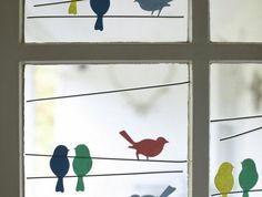 decoration-printemps-fenêtre-silhouettes-d-oiseaux-multicolores-idée-d-activité-manuelle-printemps-enfants-et-adultes
