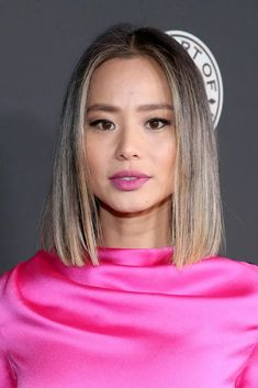 Blunt Lob. A shoulder-length cut with straight, sharp ends. Click through for 30 short haircut ideas for fine hair. #shorthaircuts #hairideas #hairstyles #thinhair Highlights For Dark Brown Hair, Brunette Highlights, Brunette Color, Light Blonde Balayage, Bright Blonde, Short Hair Cuts, Short Hair Styles, Retro Curls, Ice Blonde