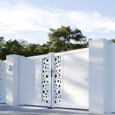 Portail battant aluminium, Mix-it! NATERIAL, blanc blanc n°0, 300x170cm Front Gate Design, Main Gate Design, House Gate Design, Door Gate Design, Metal Gates, Iron Gates, Steel Gate, Steel Doors, Balustrade Balcon