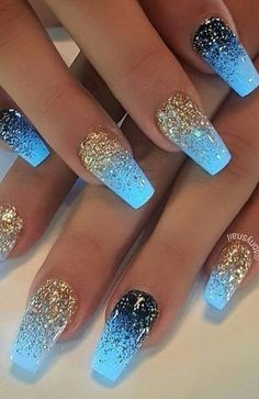 Semi-permanent varnish, false nails, patches: which manicure to choose? - My Nails Fabulous Nails, Gorgeous Nails, Pretty Nails, Amazing Nails, Cute Nail Designs, Acrylic Nail Designs, Gold Nail Designs, Glitter Nail Designs, Light Blue Nail Designs