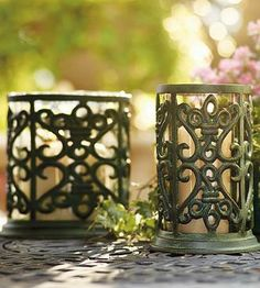 Add the warm, soft glow of candlelight to any room in your home or your garden with our sophisticated Fleur-de-Lis Hurricane.