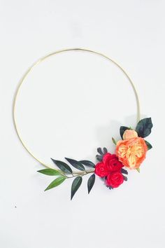 Simple Modern Wreath That Can be Changed With the Seasons - Simple Modern Wreath That Can be Changed With the Seasons DIY Simple Modern Wreath Hula Hoop, Silk Flowers, Paper Flowers, Diy Simple, Modern Wreath, Foto Instagram, Do It Yourself Crafts, Dollar Store Crafts, Craft Night