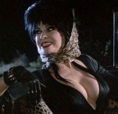 It was an Elvira Mistress of the Dark night last night. Goth Beauty, Dark Beauty, Classic Beauty, Cassandra Peterson, Elvira Movies, Broly Ssj3, 7 Arts, Vintage Goth, Piercings