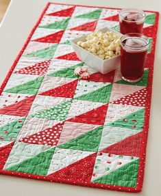 Easy to make festive holiday table runner made with pre-cut 5 Christmas Quilt Patterns, Christmas Placemats, Christmas Runner, Christmas Sewing, Christmas Crafts, Christmas Quilting, Modern Christmas, Scandinavian Christmas, Christmas Christmas