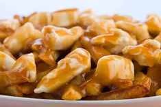 Easy recipe of homemade poutine sauce Canadian Cuisine, Canadian Food, Sauce Recipes, Cooking Recipes, Keto Recipes, Poutine Recipe, Poutine Gravy Recipe Quebec, Marinade Sauce, Foods To Eat