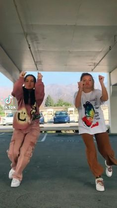 Cool Dance Moves, Dance Tips, Dance Videos, Best Friends Whenever, Ex Best Friend, Besties, Bff, Dance Humor, Gym Workout Tips