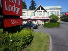 Surrey (BC) Econo Lodge Canada, North America The 2-star Econo Lodge offers comfort and convenience whether you're on business or holiday in Surrey (BC). The property features a wide range of facilities to make your stay a pleasant experience. To be found at the hotel are free Wi-Fi in all rooms, Wi-Fi in public areas, restaurant. Some of the well-appointed guestrooms feature television LCD/plasma screen, air conditioning, heating, wake-up service, desk. The hotel offers vario...