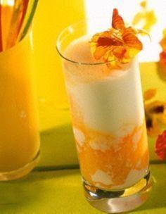 Peach Lady Rezept: ml,Saft,Multivitamin-Nektar,Buttermilch,Zitronengeschmack,Kapuzinerkresse-Blüten