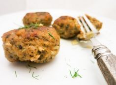 Turkey Meatballs with Fennel & Carrot are a healthier alternative to the classic meatball. These freezer friendly meatballs are satisfying healthy choice. Clean Plates, Whole Wheat Bread, Turkey Meatballs, Drying Herbs, Yams, Healthy Alternatives, Fennel, Healthy Choices, Baked Potato