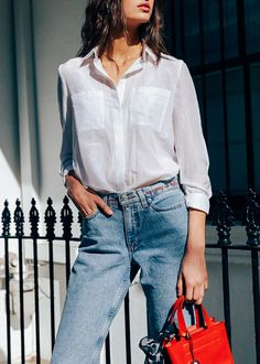 Everyone knows the Levi's 501 but did you know the 505, 950 or 'Student Fit'? A vintage seller tells us how to find our perfect pair: http://chroniclesofher.com/how-to/vintage-levis/?utm_campaign=coschedule&utm_source=pinterest&utm_medium=CHRONICLES%20OF%20HER%20-%20Fashion%20and%20Beauty%20Daily&utm_content=An%20Expert%20On%20How%20To%20Buy%20Vintage%20Levis%20%7C%20CHRONICLES%20OF%20HER