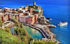 Vernazza, Liguria - Best coastal towns in Italy - Sestri Levante, World Wallpaper, Riomaggiore, Canada, Cinque Terre, Places To See, Seaside, Tourism, Beautiful Places