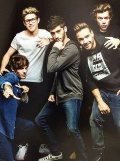 MY BRITHERS WANT TO KNOW WHY I LOVE ONE DIRECTION SO MUCH ! WHAT SHOULD I TELL THEM? I LOVE THEM SOOOO MUHC ! BUT MY BRAIN ISN'T UP YET