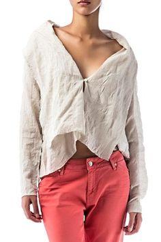 50% de descuento!! Camisa de algodón natural de color beige. Asimétrica y tejido arrugado. Camisa Neck de Nicholson & Nicholson @   AQUÍ: http://www.miinto.es/p-10007-camisa-neck