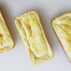 PANCITOS SUPER ESPONJOSOS TIPO BRIOCHE ¿Vieron ese pan salado pero con un dejo dulce? ¡Bueno, ese! ¡UN HIT! Les dejo la receta para hacer la porción individual. Multiplicando las cantidades por 4 pueden hacerlo en forma de budín y les sale un pan que pueden guardar en heladera por 4 días. Necesitan: (rinde 2 pancitos medianos o 3 chicos) 1 huevo y 1 clara. 1 cucharada sopera al ras de leche descremada en polvo. 1 cucharada sopera al ras de salvado de avena. una pizca de sal. ...