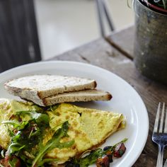 Ägg, riven ost och bönor mättar bra i denna läckra omelett.
