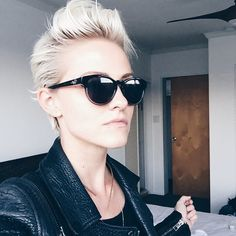 seriously love her hair. Long pixie