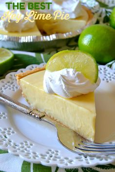 This truly is the BEST Key Lime Pie recipe I have tried! Baked * cnds milk, 2 eggs*The contrast of the buttery graham cracker crust with the sweet-tart, juicy, creamy Key lime filling is amazing! You'll love this simple pie recipe! Easy Pie Recipes, Lime Recipes, Dessert Recipes, Dessert Ideas, Key Lime Pie Rezept, Just Desserts, Delicious Desserts, Key Lime Desserts, Key Lime Filling