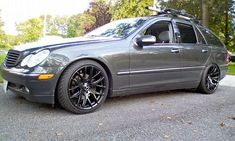 C-Class - Wagons Ho ! Let's see some wagons. Love to see some more wagons. Mercedes C Class Estate, Mercedes Benz C180, Merc Benz, Benz Car, Station Wagon, Custom Cars, Car Tuning, Zebras, Supreme