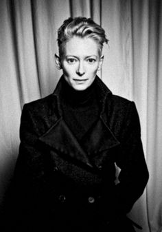 The amazing and androgynous Tilda Swinton. I don't always like what she wears but she always makes a statement. Tilda Swinton, British Actresses, Actors & Actresses, Pretty People, Beautiful People, Tv Movie, Sundance Kid, Perfect Woman, Androgynous