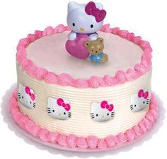 Tarta rosa con decoración de Hello Kitty