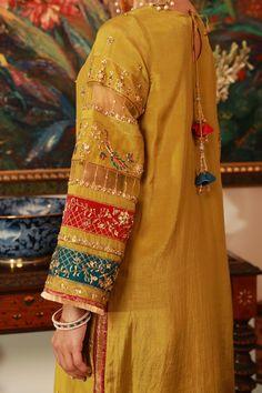 Beautiful Dress Designs, Stylish Dress Designs, Designs For Dresses, Latest Pakistani Dresses, Pakistani Bridal Dresses, Mehendi Outfits, Indian Bridal Outfits, Kurti Embroidery Design, Embroidery Suits