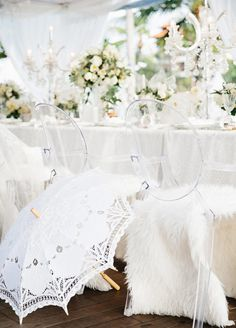 Is there anything classier than an all white party? A pop of color never hurt anyone, but there's just something about a clean white event that has us swooning.