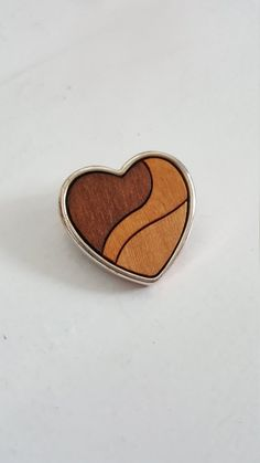 Heart shape vintage brooch Made in the Middle Parts, Vintage Brooches, Heart Shapes, Metal, How To Make, Accessories, Jewelry, Jewlery, Jewerly