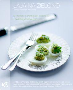 Przepis na jaja faszerowane z awokado i szpinakiem.