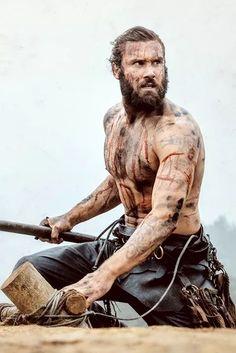 Rollo Who doesn't love a bloody man with an axe? He's soooo dreeeeaaaamy.....sigh.