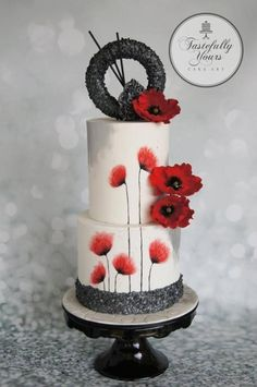 The poppy cake by Marianne Bartuccelli : Tastefully Yours Cake Art (Facebook) #poppiescake