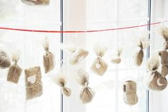 Advent calendar diy: wrap personalised gifts in burlap, number and dangle from a string. One gift a day counting down to the holiday! Fabric Advent Calendar, Diy Calendar, Advent Calenders, Valentine's Day Diy, Scandinavian Christmas, Valentines Diy, Christmas Holidays, Xmas, Winter Holidays