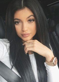 Kylie Jenner, youngest of the kardashian clan is gorgeous I personally think she is prettier than Kim kardashian! Eyebrow Makeup Tips Estilo Kylie Jenner, Kylie Jenner Style, Kendall Jenner, Kylie Jenner Black Hair, Jenner Hair, Kylie Jenenr, Kylie Jenner Snapchat, Maquillaje Kylie Jenner, Kylie Jenner Makeup