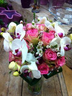 bruidsboeket met phalanopsis orchidee rozen #bloembinderijbloem