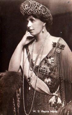 Königin Marie von Rumänien, Queen of Romania nee Princess of Edinburg 1875 – 1938 Queen Mary, King Queen, Queen Victoria Crown, Michael I Of Romania, Romanian Royal Family, Central And Eastern Europe, Chanel Runway, Royal Jewelry, Russian Fashion