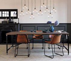 De eetkamer kan op ontelbaar veel manieren worden ingericht omdat er ontzettend veel verschillende interieur stijlen bestaan die geschikt zijn om toe te passen in een eetkamer of keuken. Al deze…