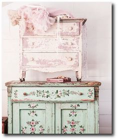 Couture Prairie by Rachel Ashwell, Rachel Ashwell, White Decorating, Shabby Chic Decorating, Distressed Furniture, Cottage Style, Flea Marke...
