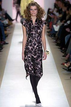 Tuleh Fall 2004 Ready-to-Wear Fashion Show - Luca Gadjus