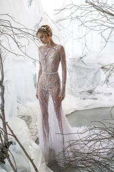 Fashion Friday: Mira Zwillinger's Whisper Blossom 2017 Collection | Ice Princess | Snow Queen | Alluring | Winter Apparel | Light-as-air Fabric | Sequins | Beadings | Cool | http://brideandbreakfast.hk/2016/10/14/mira-zwillingers-whisper-blossom-2017-collection/
