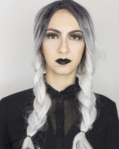 Looking for for inspiration for your Halloween make-up? Browse around this website for unique Halloween makeup looks. Clown Halloween, Unique Halloween Makeup, Diy Halloween Costumes For Women, Halloween Makeup Looks, Easy Halloween, Group Halloween, Toddler Halloween, Funny Halloween, Halloween Halloween