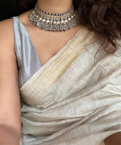 Dress Indian Style, Indian Fashion Dresses, Indian Designer Outfits, Ethnic Fashion, Abaya Fashion, Man Fashion, Fashion Ideas, Saree Wearing Styles, Saree Styles