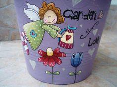 painted flower pot Flower Pot Art, Flower Pot Design, Flower Pot Crafts, Clay Pot Crafts, Flower Pot People, Clay Pot People, Painted Clay Pots, Painted Flower Pots, Ceramic Pots