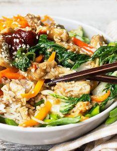 Fast and Easy Sesame Chicken Bibimbap - Korean gochujang sesame carrot bell pepper spinach soy sauce rice bowl