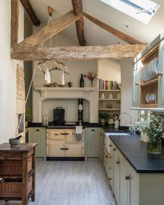 A Country House in Norfolk Designed by Veere Grenney Happy Sunday . This charming country kitchen in a beautiful market town in the Cotswolds was designed by The post A Country House in Norfolk Designed by Veere Grenney appeared first on Architecture Diy. Rustic Kitchen, New Kitchen, Kitchen Dining, Kitchen Decor, Country Kitchen Farmhouse, Green Country Kitchen, Small Country Kitchens, Sage Green Kitchen, Kitchen Ideas