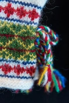 Sami mitten - detail by ingahelene, via Flickr Nice collection of Sami textiles on Flickr