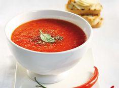 Μια ξεχωριστή σούπα με τη χαρακτηριστική γεύση της πιπεριάς και πικάντικους τόνους που τις προσθέτουν ακόμη νοστιμιά. Συνοδέψτε την με ζεστό ψωμί και φέτες παρμεζάνας.
