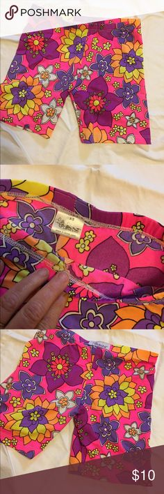 """B Skinz Flower Power Girls Spanx Shorts sz XS Excellent new condition.  No tags but are brand new.  Girls sz 10-12.  5"""" inseam. Made of stretchy nylon and spandex. USAMade B-Skinz Shorts"""