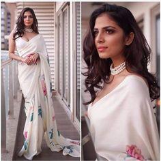 Glamour Looks Amazing Floral Print Designer saree With blouse, Simple Sarees, Trendy Sarees, Stylish Sarees, Fancy Sarees, Sari Dress, The Dress, Dress Skirt, Dress Shoes, Shoes Heels